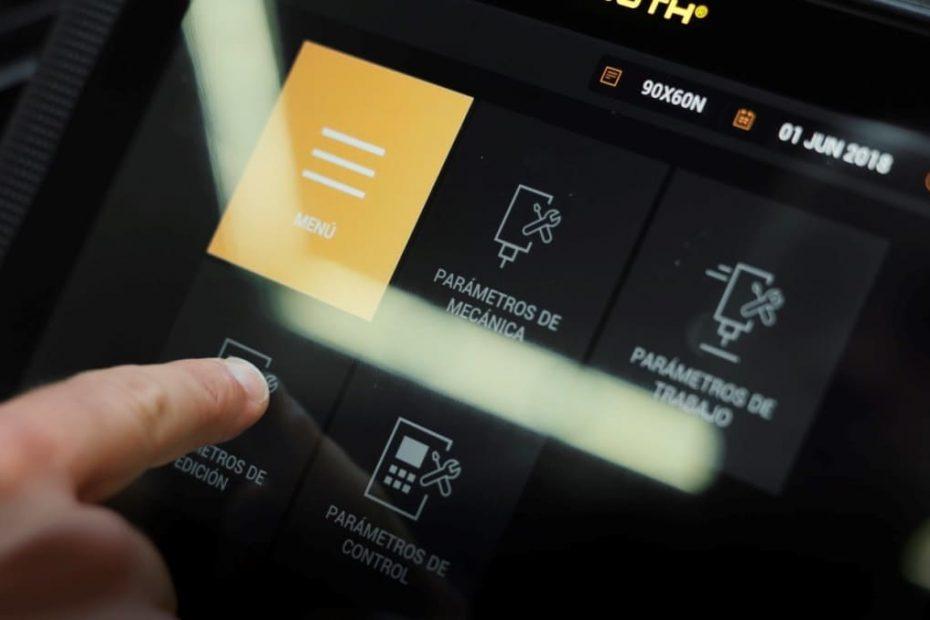 """Interface do HMI touchscreen de 10"""" da Couth"""